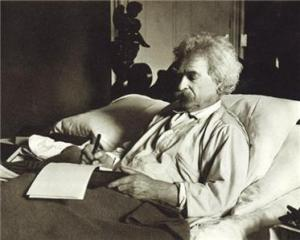 mark-twain-writing-in-bed